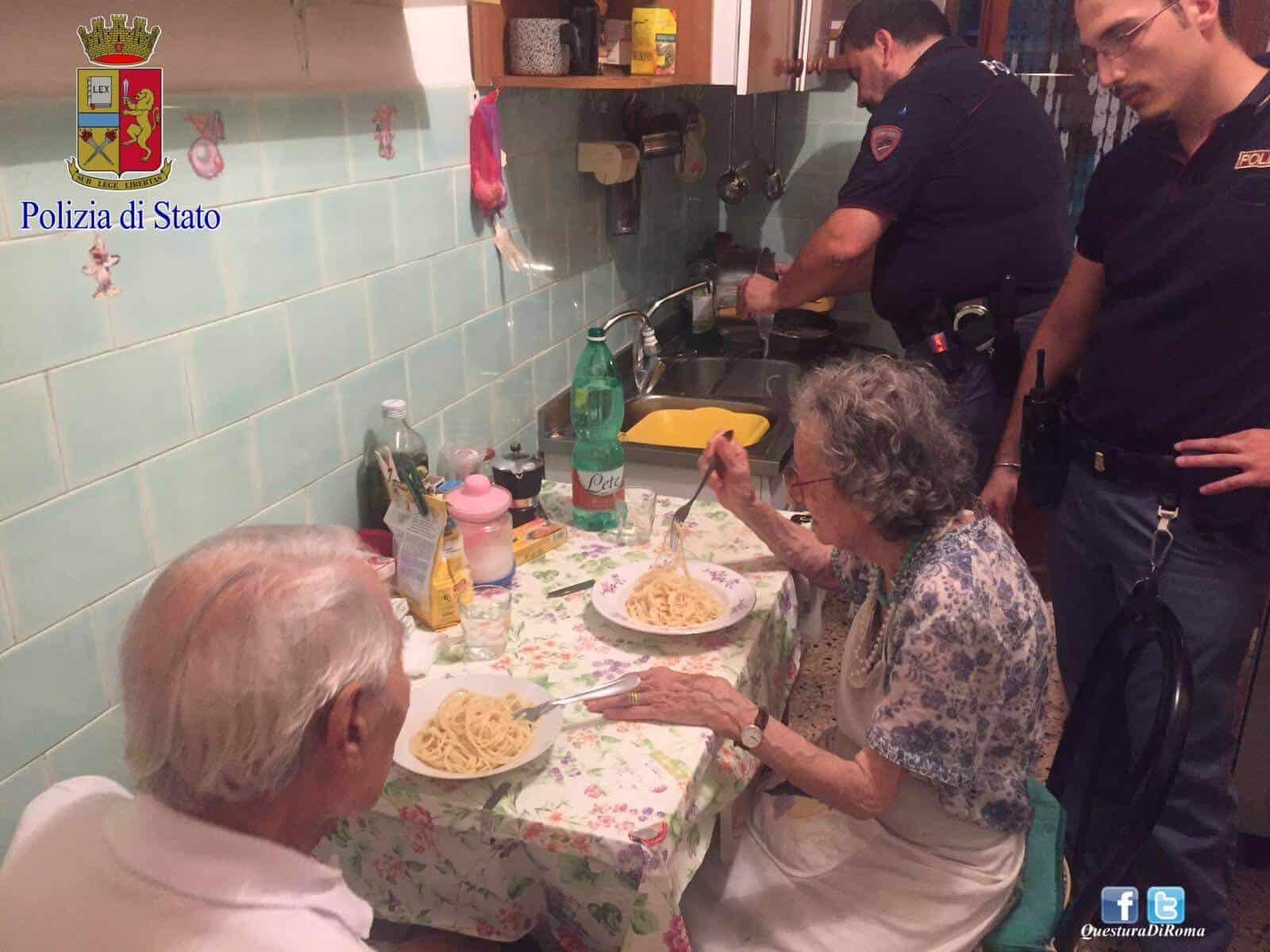 Policiais encontram casal de idosos chorando e motivo comovente os fazem jantar juntos!