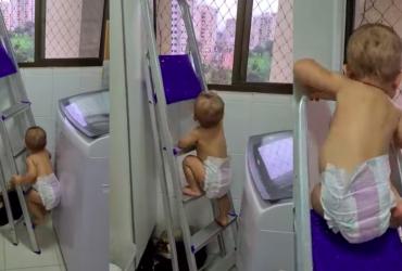 Mãe filma bebê de 11 meses subindo escada, recebe críticas e responde da melhor forma