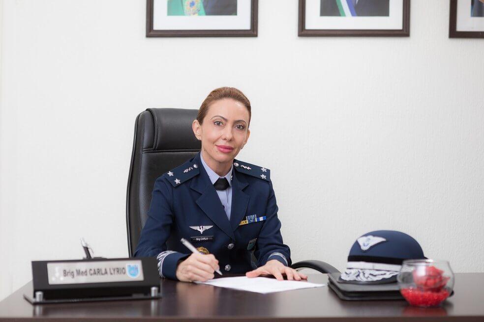 Em 80 anos, primeira oficial-general assume posto mais alto e faz história na FAB!