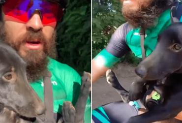 Ciclista encontra cachorro abandonado em trilha e o leva para casa no colo