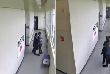 Professor impede rapaz armado de atirar em alunos com abraço