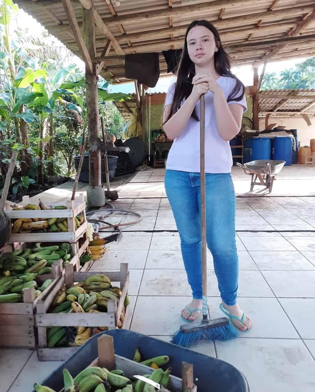 Filha de produtores de banana passa em medicina na federal