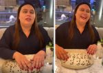 Restaurante faz surpresa de aniversário para deficiente visual