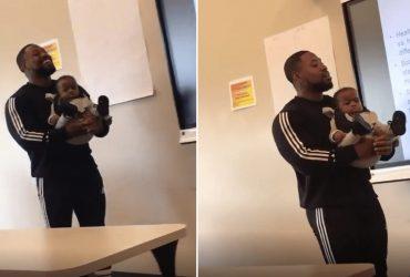 Professor segura bebê de aluna para ela estudar