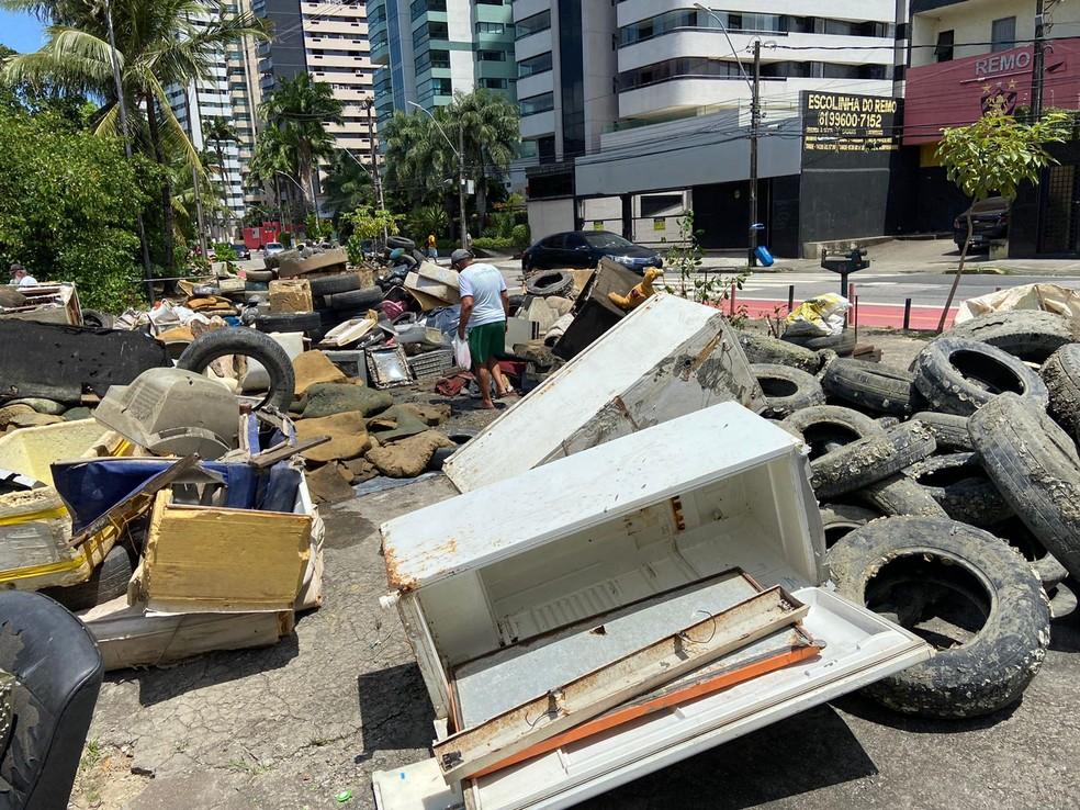 Gincana consegue remover 18 toneladas de lixo de rio